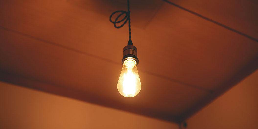 ホステルのアサ 暖かなイメージの電球